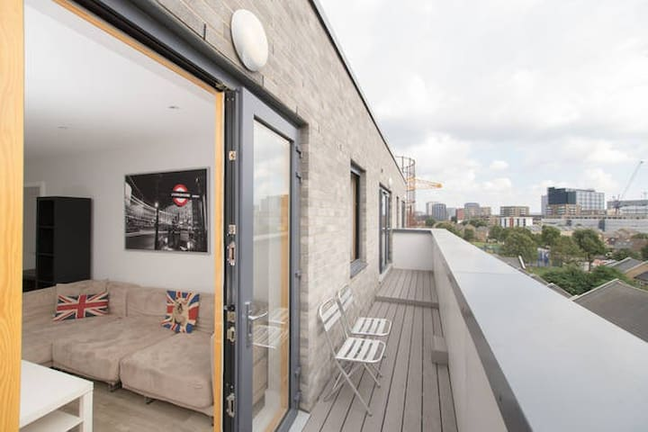 Huge balcony+ Views from a Penthouse/O2/ Excel/CW - London - Apartment