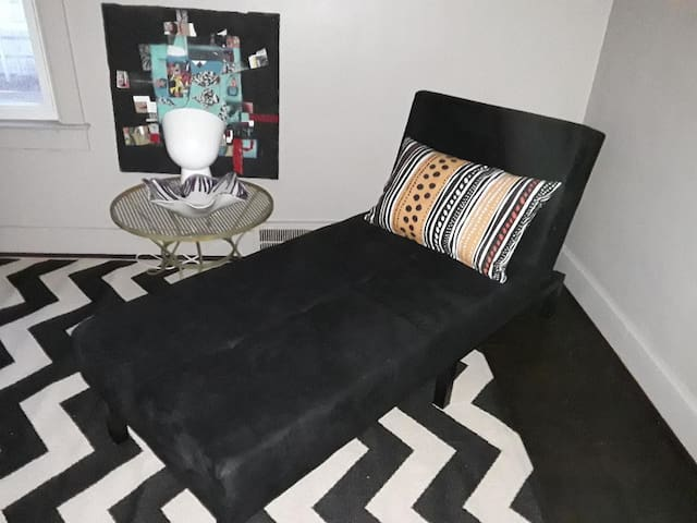 Private apartment near Detroit, sleeps 3