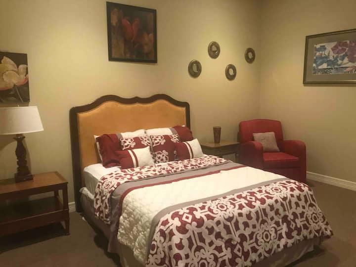 Private bedroom 5 - Merlot Room