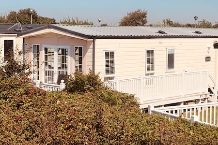 Cosy 2 Bedroom seaside caravan for rent