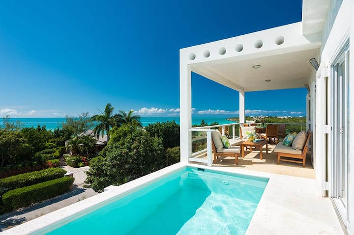 Villa Blanca, Ocean Views on Taylor Bay Beach