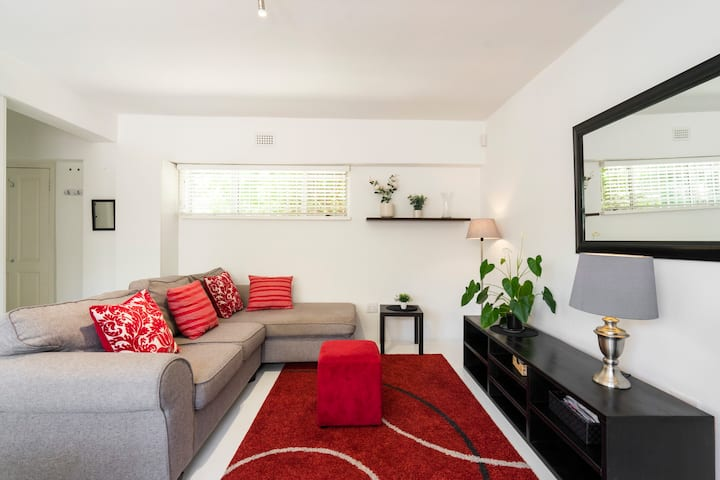 SANITIZED & Pristine Central Green Point Apartment