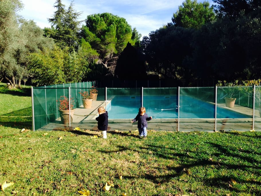 the swilmming pool is now equiped with a removable safety fence.