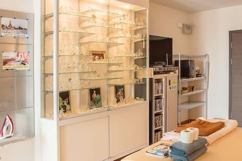 Elegent Thai Art - Hand Blown Glass showcase cabinet