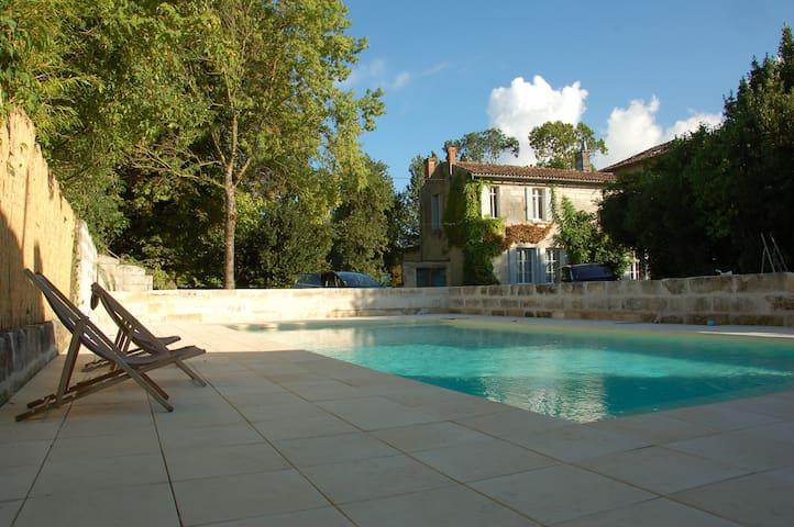 belle maison charentaise - Saintes - Talo