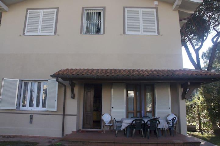 La Brescianella - Montignoso - Hus
