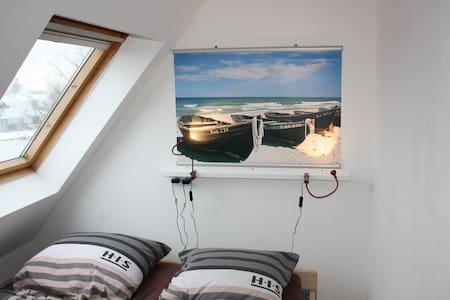 Dachgeschoss-Zimmer mit Flair - Bad Oeynhausen - House