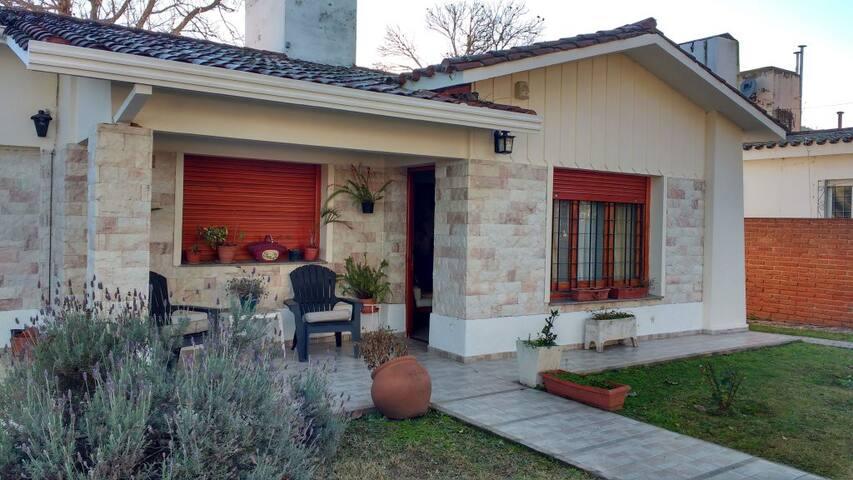 ALQUILO CASA PARA 8 EN CARLOS PAZ POR NOCHE - Villa Carlos Paz - House