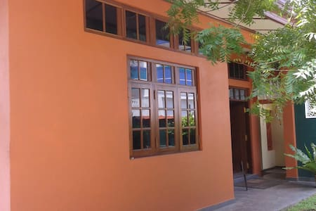 Double Bedroom only 50 m from Beach - Dehiwala-Mount Lavinia