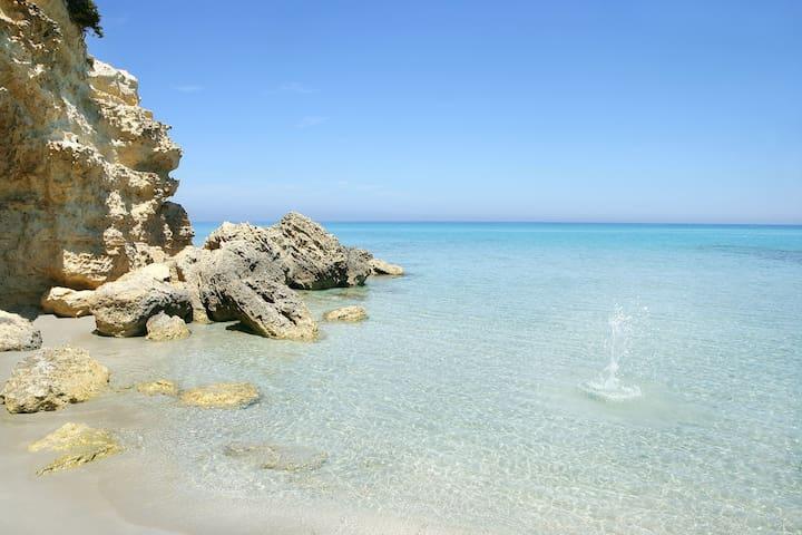 Spiaggia del Salento. Il mare dista solo 10 km!