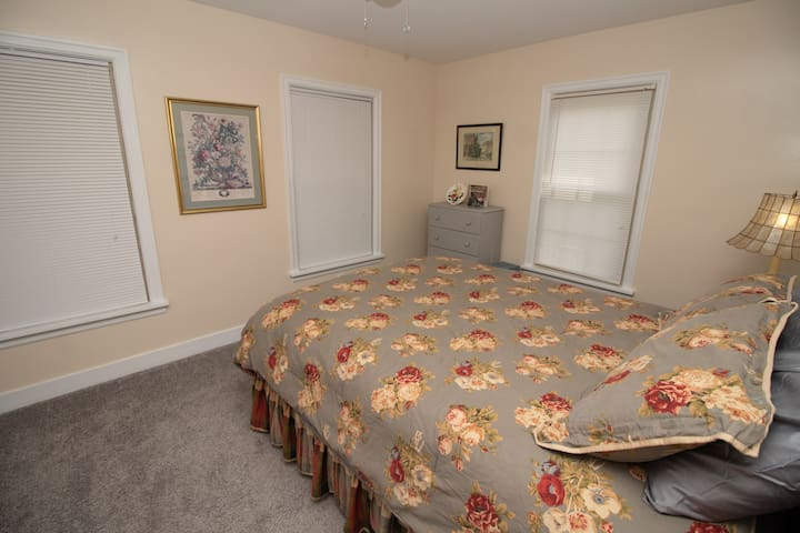 Rose room with fresh paint and carpet