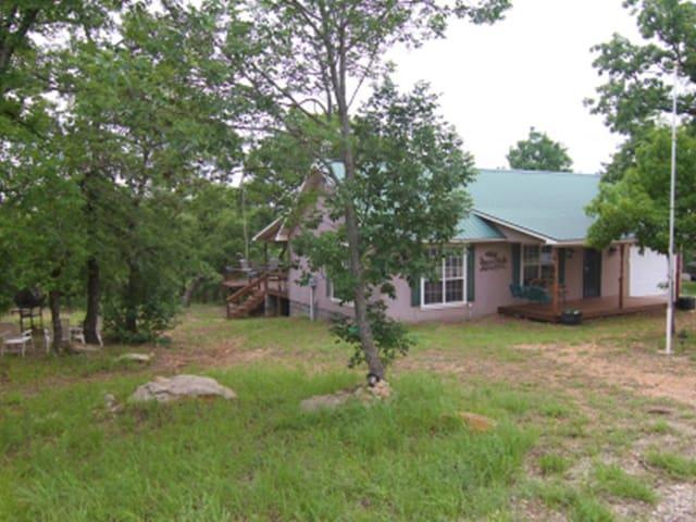 Tree House Hideaway