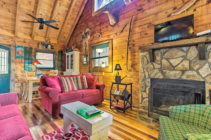 Up to 4 lucky guests can enjoy this mountain-themed interior.