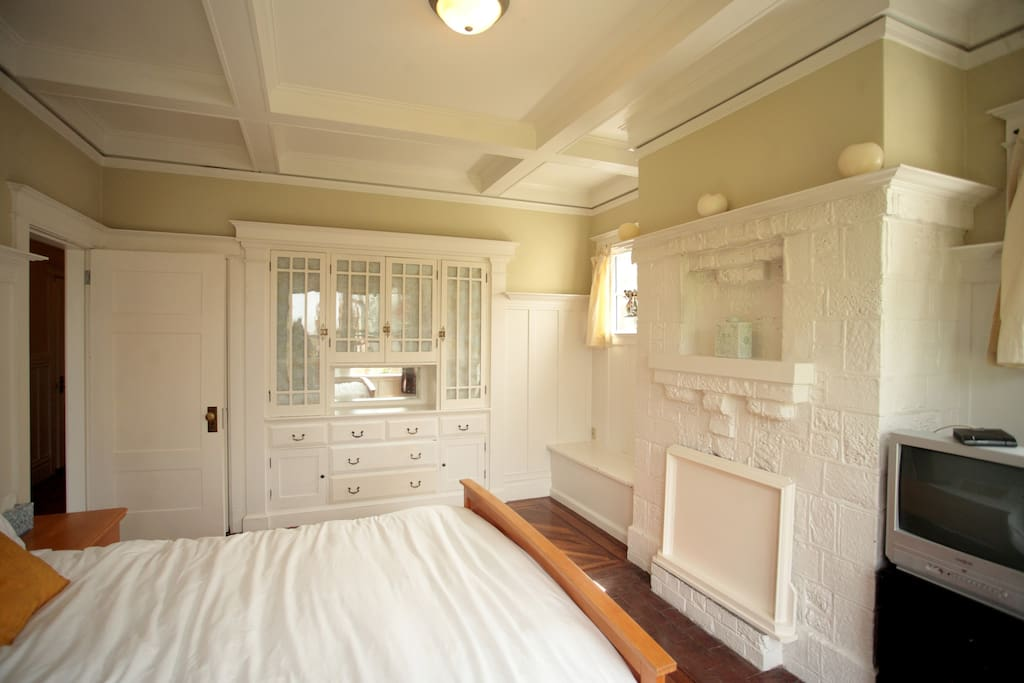 Sunny SF Flat with 5*s 15% Tax Incd