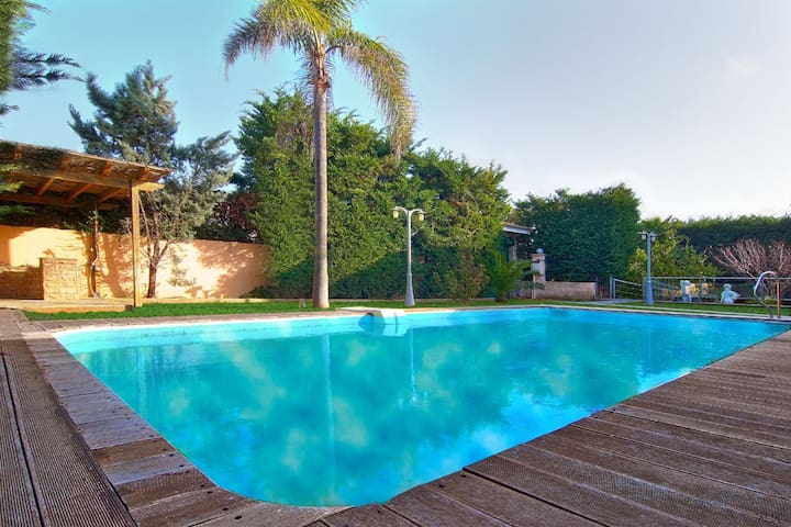Luxury Vila with Garden & pool - Athen