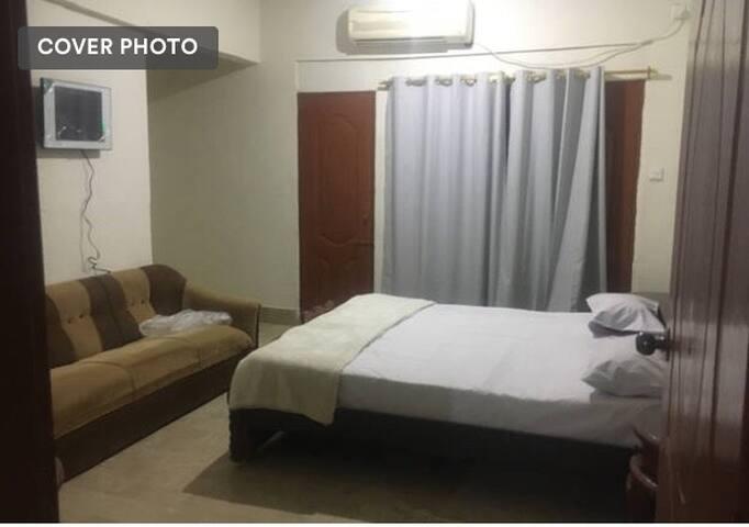 Malik hotel room apartment