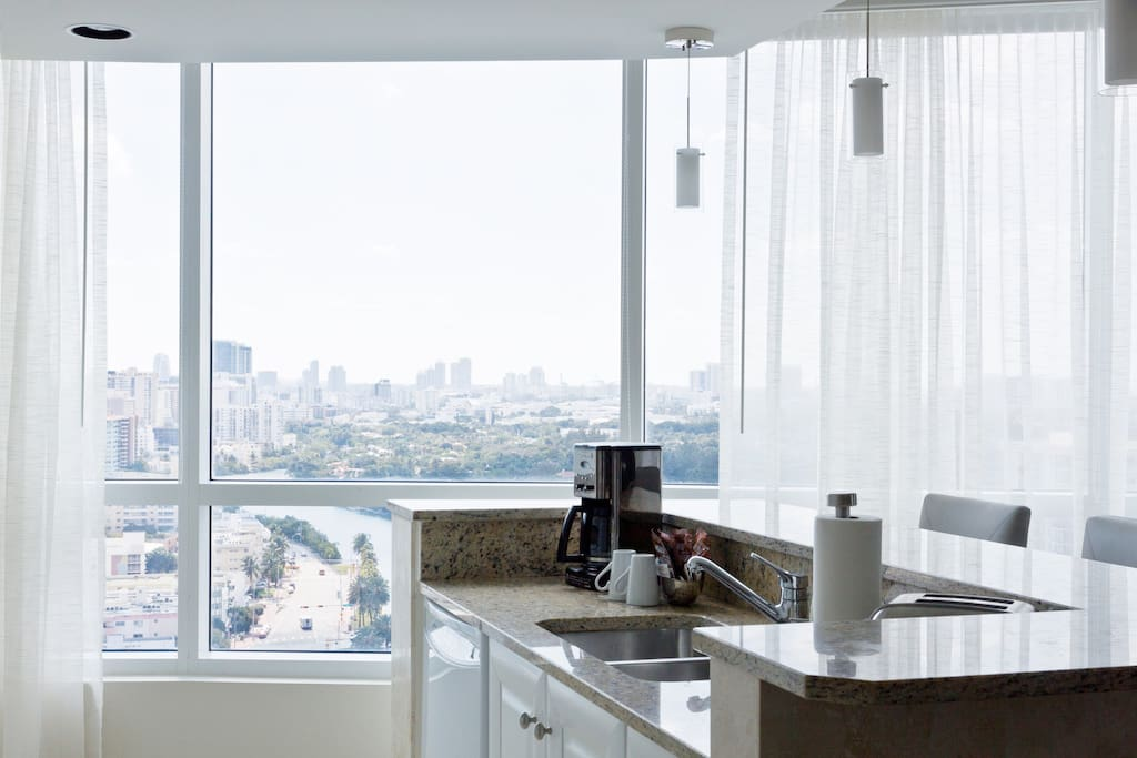 Fontainebleau hotel tresor 1 bedroom suite serviced - 1 bedroom apartments for rent in miami ...