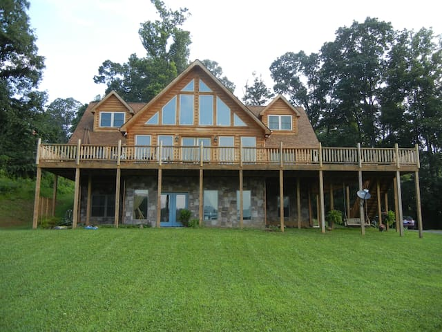 Mountain Meadow – Queen Log Suite - Heiskell - Casa