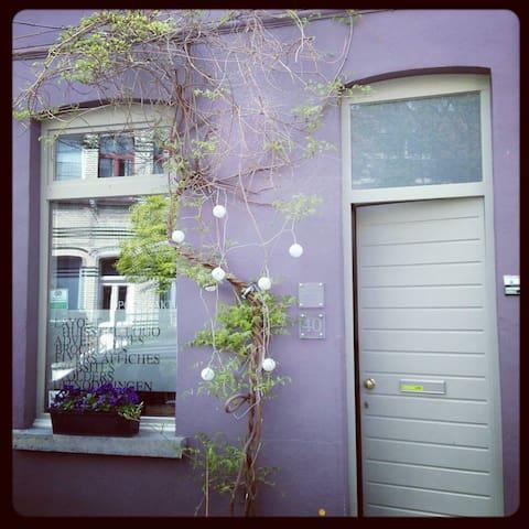B&B Aucontraire - red room - Gent - Oda + Kahvaltı