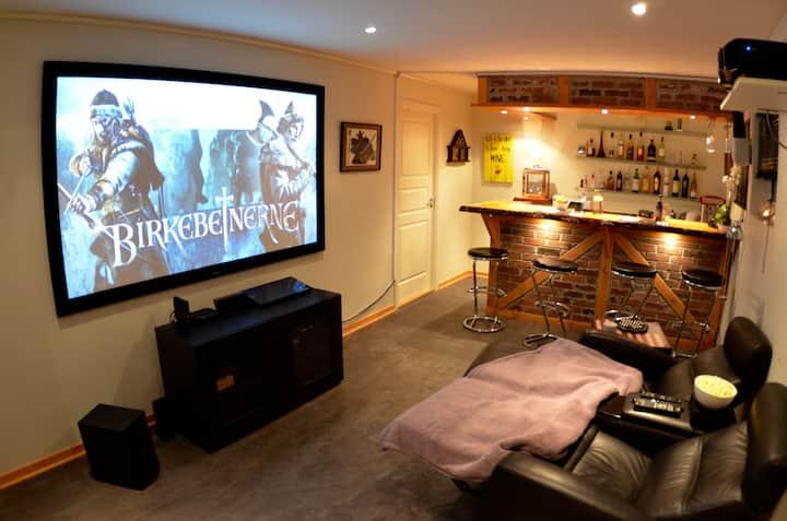 Valhalla Getaway: 1 BD, Bathroom + Home Cinema