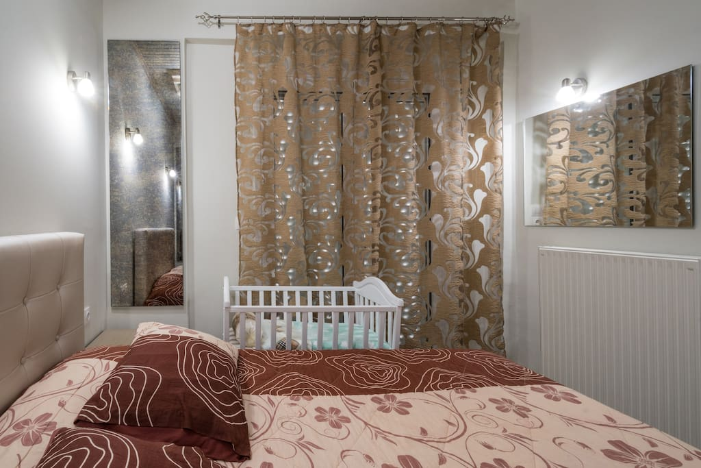 1ST BEDROOM-DBL BED