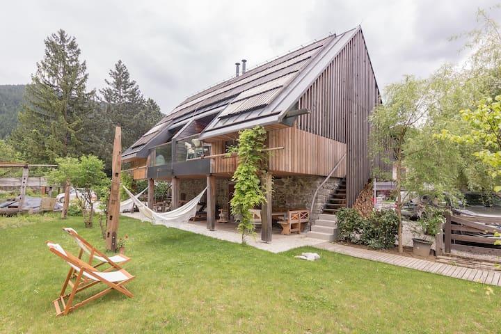 House Raduha - The old Stall