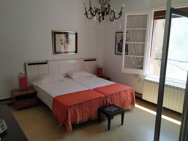 D Amplia habitacion doble en el corazon de Sitges