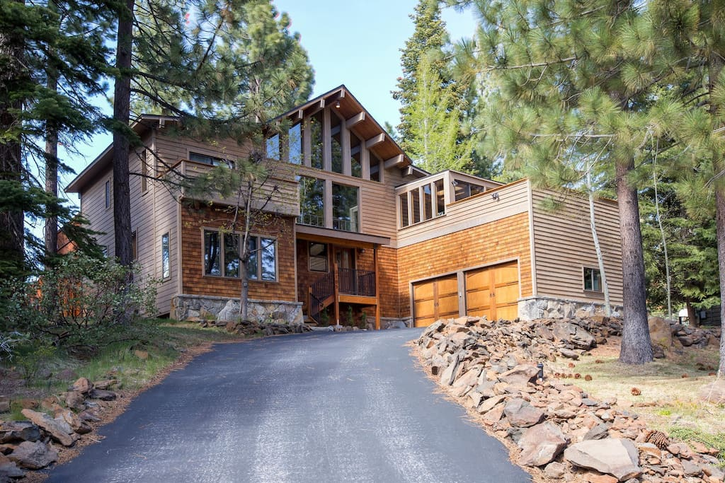 Cedar wood 4 br hot tub dogs ok vacation homes for for Tahoe city cabin rentals