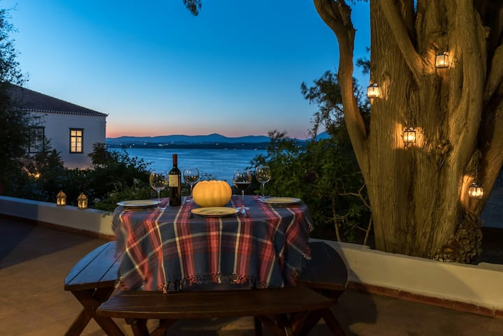 Spetses Seafront 1780 Estate