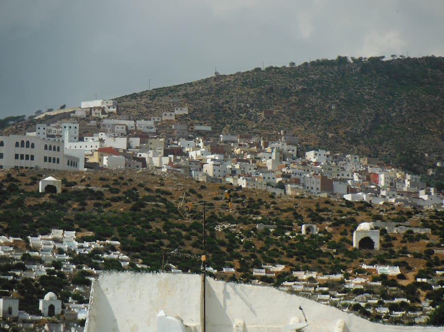 une des vues de la terrasse, vue a 360 mer, medina, et montagne