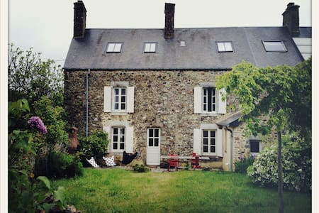 Stone house near the sea - Blainville-sur-Mer - Hus