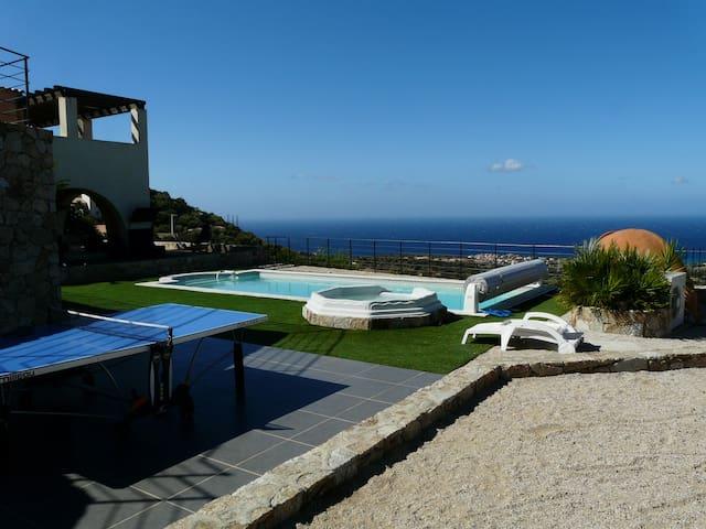 Villa au calme piscine vue mer pour 20 pers - Monticello - Willa