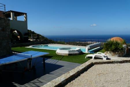 Villa au calme piscine vue mer pour 20 pers - Monticello