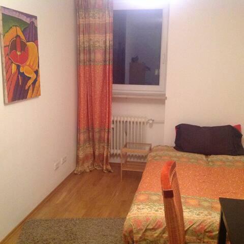 Gemütliches Zimmer mit Wohnküchenbenutzung