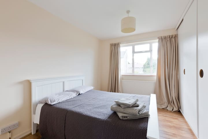 Sunny, spacious flat near Richmond Park with Wi Fi - Kingston upon Thames - Appartement