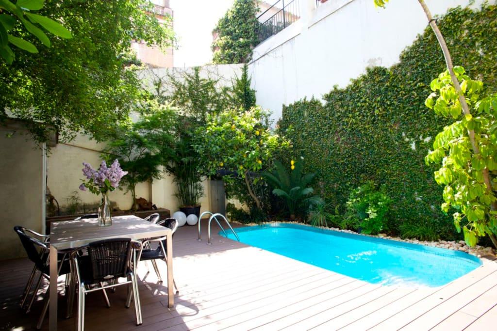 New villa avec piscine gracia maisons louer for Villa barcelone avec piscine