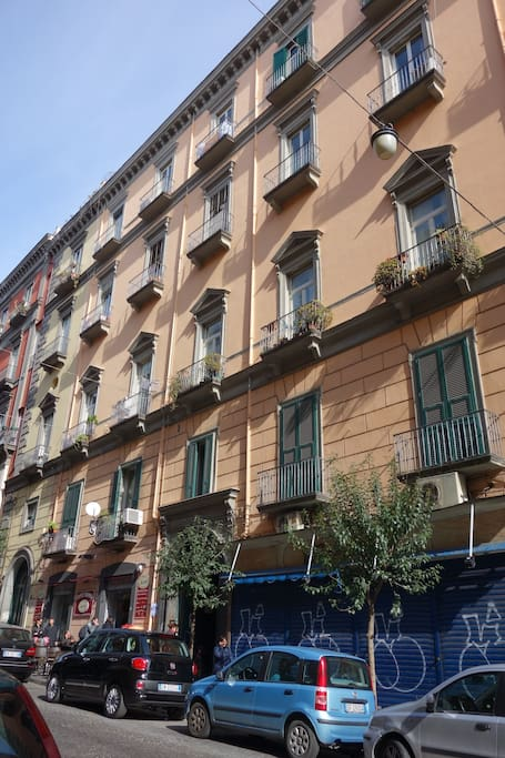 Old naples close to duomo apartments for rent in napoli for Airbnb napoli