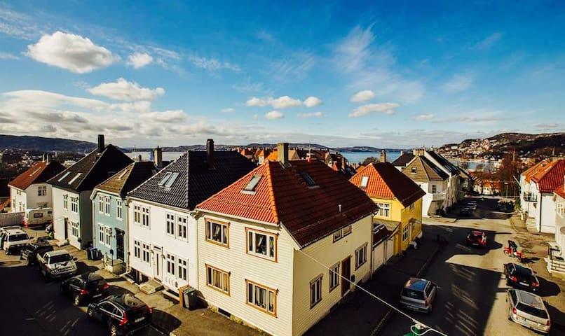 Modern and Sleek Apt. in Charming Neighbourhood - Bergen - Apartamento