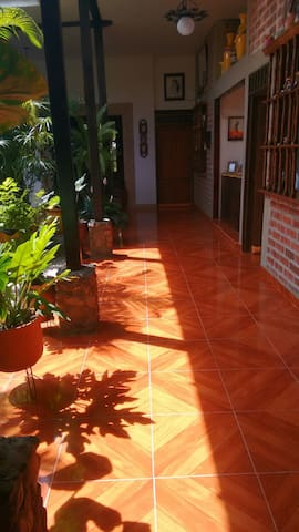 Charming house, clean and spacious rooms. - Bolivar