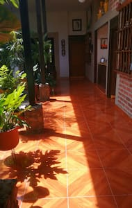 Charming house, clean and spacious rooms. - Bolivar - Bed & Breakfast
