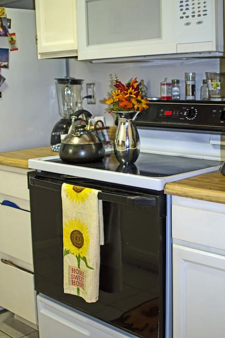 Full kitchen with everything you need to cook your favorite meal!