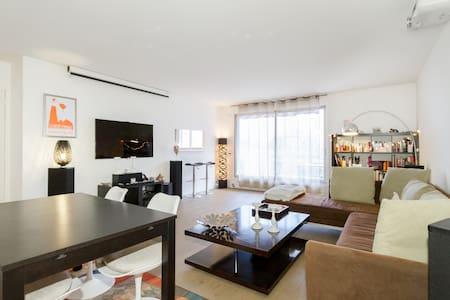 Modern Parisian Apartment - Левалуа-Пере