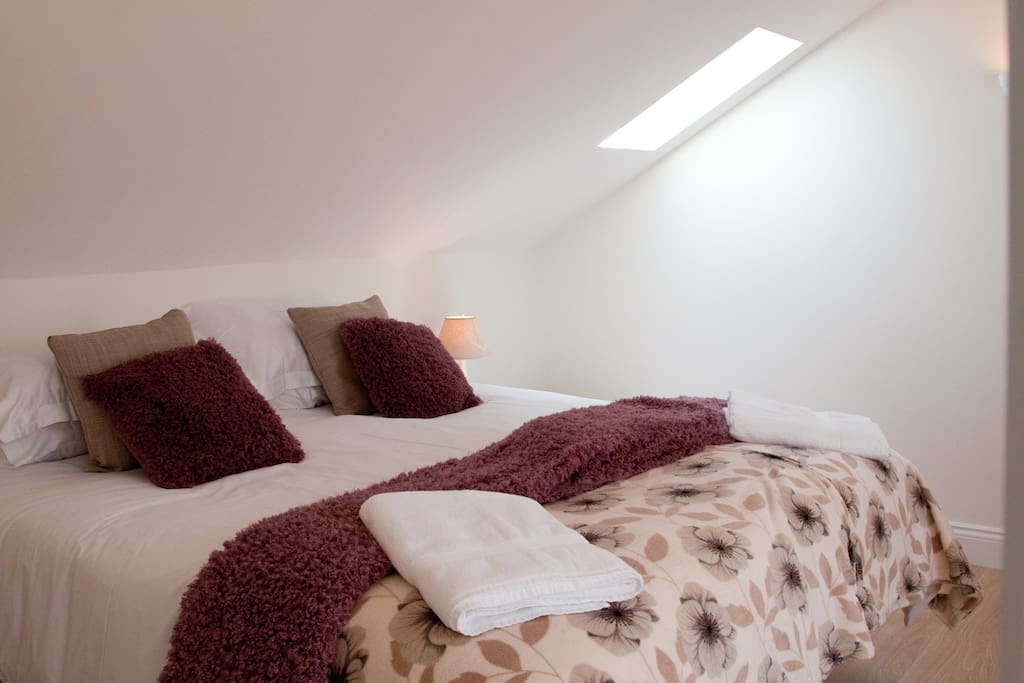 Comfortable super-king or twin beds with luxury linen and towels provided