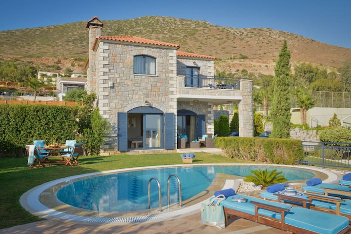 Erato Private Villa with heatable Pool Hersonissos
