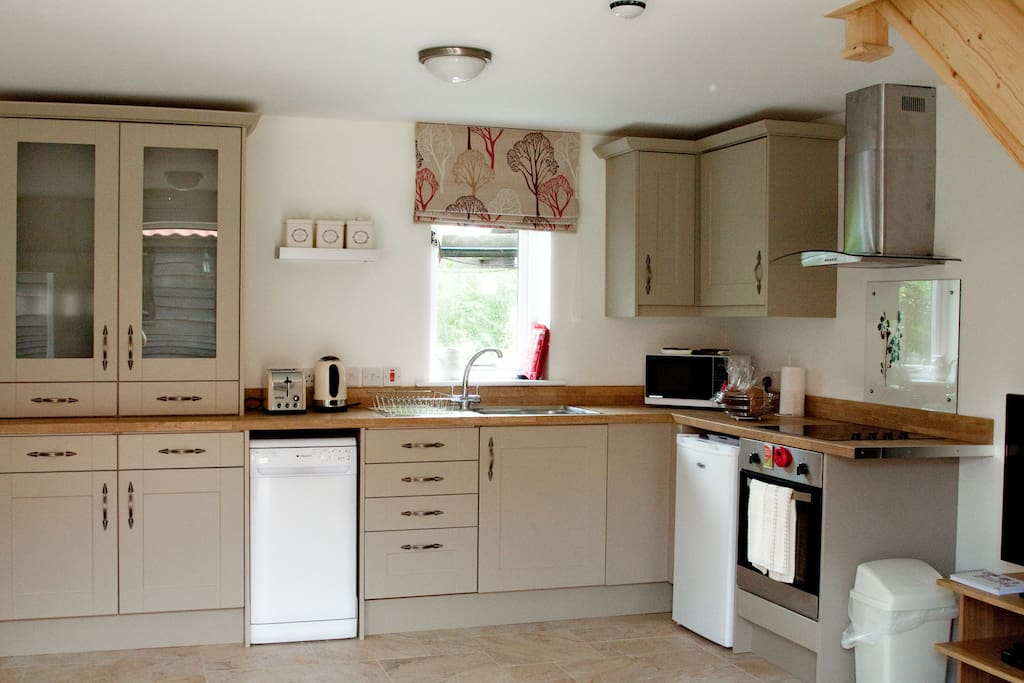 Fully equipped kitchen - everything you might need from fan-oven to dishwasher