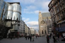 Stephansplatz, Vienna's most central square. This is where we are