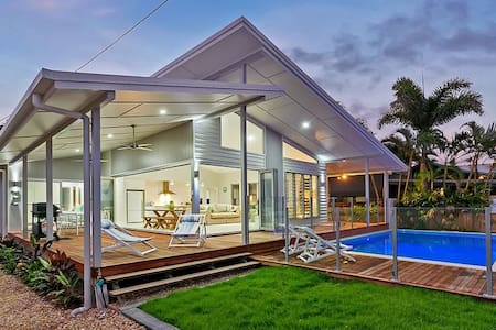 Luxury Ocean Front Home - Cairns - Machans Beach - Haus