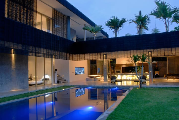 Modern 4BD Villa with Pool
