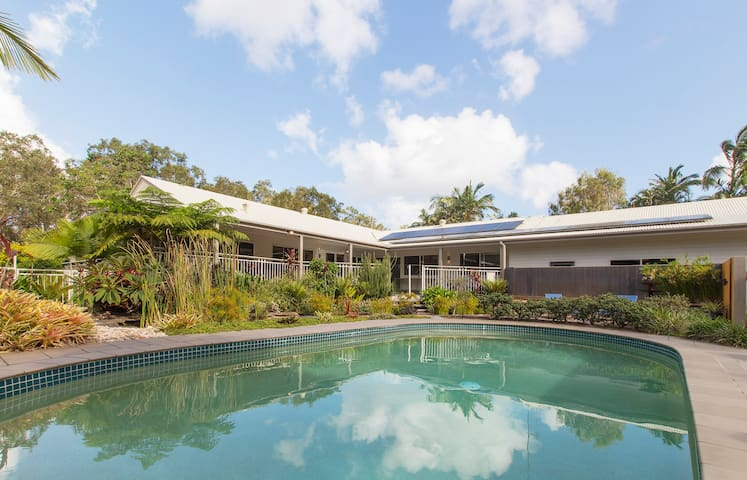 Best kept secret in noosa maisons louer noosaville - The wing house maison ailee en australie ...