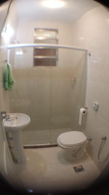 banheiro da suite. Totalmente reformado